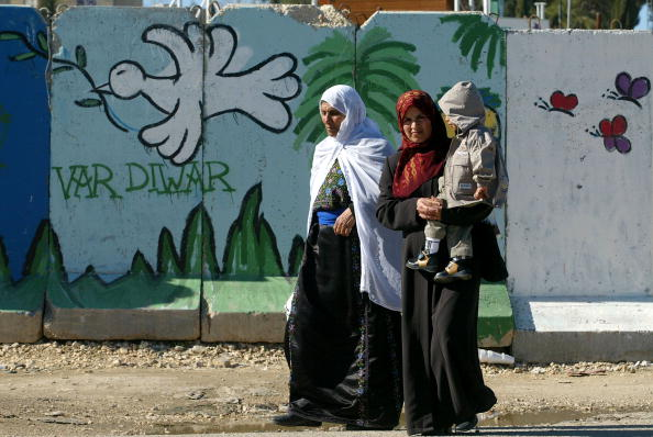 West Bank「Palestinian Women And A Child Walk Along Street In West Bank」:写真・画像(9)[壁紙.com]
