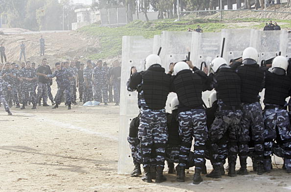 Front View「Palestinian Police Train In Preperation For Elections」:写真・画像(13)[壁紙.com]