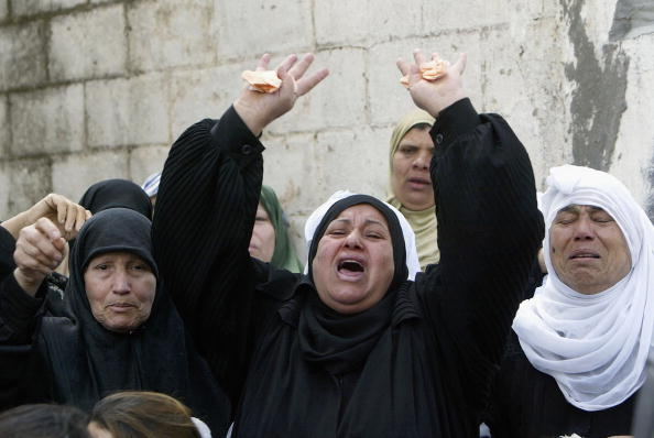 Arms Raised「Palestinians Attend Funeral Of Two Militants Killed By Israeli Troops」:写真・画像(13)[壁紙.com]