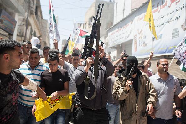 West Bank「Funeral Held For Three Palestinians Killed During IDF Operation At Kalandia Refugee Camp」:写真・画像(2)[壁紙.com]