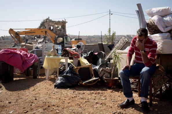 Demolishing「Israel Demolishes Palestinian Home In Beit Hanina」:写真・画像(3)[壁紙.com]
