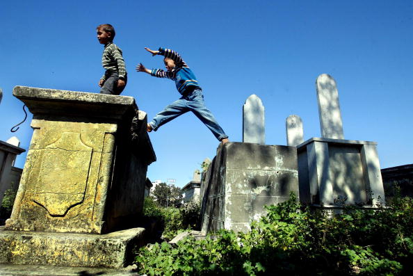 Human Arm「Palestinian Homeless Find Shelter Among Gravestones」:写真・画像(11)[壁紙.com]