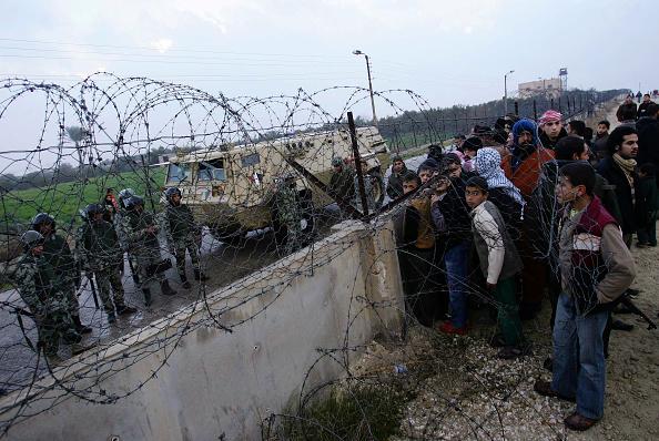 Gaza Strip「Palestinians Rush To Egypt After Militants Damage Border Fence」:写真・画像(19)[壁紙.com]