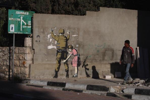 West Bank「Banksy Graffiti Art On West Bank Barrier」:写真・画像(4)[壁紙.com]