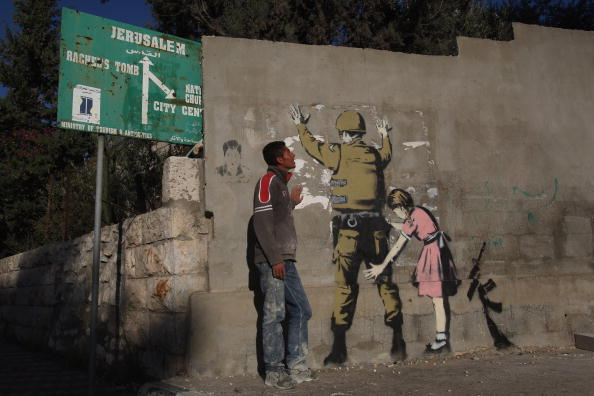 Arts Culture and Entertainment「Banksy Graffiti Art On West Bank Barrier」:写真・画像(8)[壁紙.com]