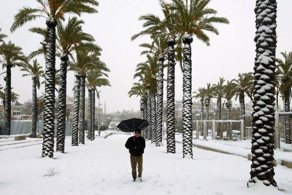 Snowing「Jerusalem Hit By A Second Day Of Snowfall」:写真・画像(0)[壁紙.com]