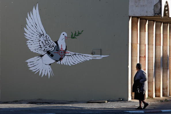Graffiti「Banksy Graffiti Art On West Bank Barrier」:写真・画像(6)[壁紙.com]