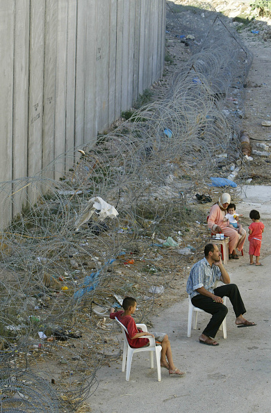 West Bank「Palestinians Live In Village Divided By Israel's West Bank Barrier」:写真・画像(19)[壁紙.com]