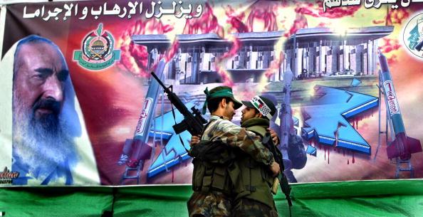 Abid Katib「Hamas Holds Memorial Rally For Sheikh Ahmed Yassin」:写真・画像(2)[壁紙.com]