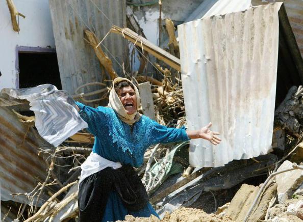 Human Arm「An Israeli Bulldozer Destroys The Family Home Of Mousa Sehweil」:写真・画像(1)[壁紙.com]