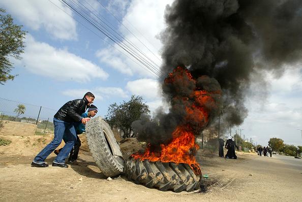 Deir Al-balah「Palestinians Protest against Israel's separation barrier」:写真・画像(6)[壁紙.com]