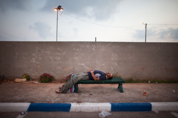 West Bank「Palestinians Cross West Bank Checkpoint To Work In Israel」:写真・画像(9)[壁紙.com]