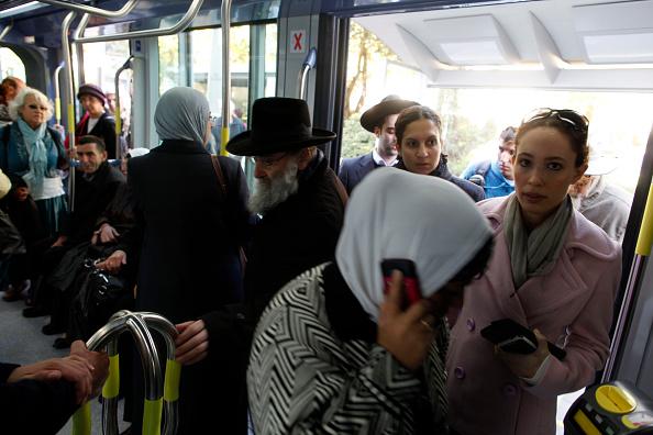 Finance and Economy「Train Passengers In Jerusalem」:写真・画像(15)[壁紙.com]
