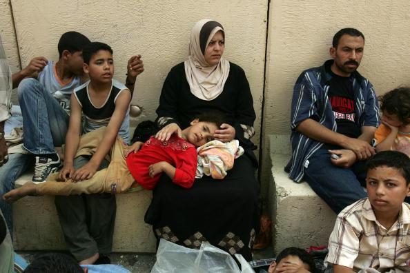 West Bank「Fatah Supporters Flee Across Erez Crossing」:写真・画像(17)[壁紙.com]