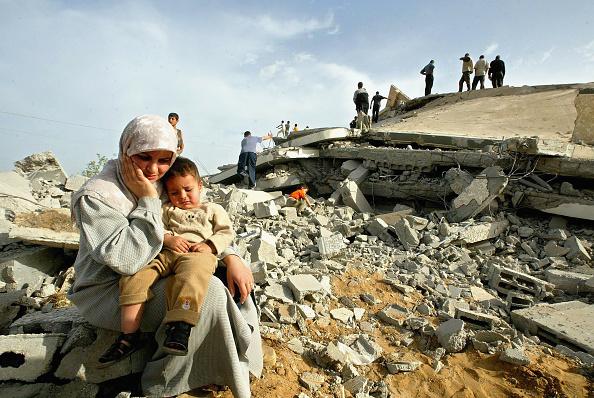 Deir Al-balah「Palestinians Inspect Rubble Of Homes Destroyed In Israeli Raid」:写真・画像(10)[壁紙.com]