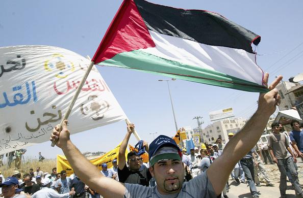 West Bank「Palestinians and Left Wing Israelis Protest Against Separation Barrier」:写真・画像(17)[壁紙.com]