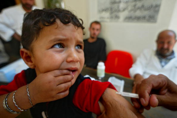 Abid Katib「Palestinian Children Vaccinated Against Measles And Vitamin A Deficiency」:写真・画像(4)[壁紙.com]