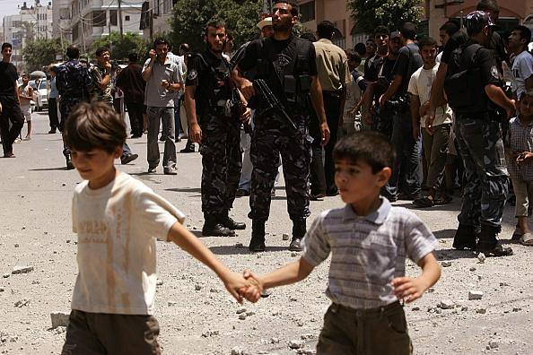 Gaza Strip「Israeli Airstrike Hits House In Gaza City」:写真・画像(18)[壁紙.com]