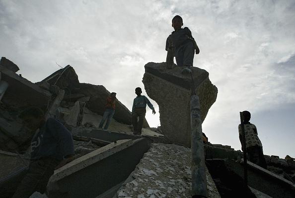 Deir Al-balah「Palestinian Homes Destroyed In Israeli Raid」:写真・画像(9)[壁紙.com]