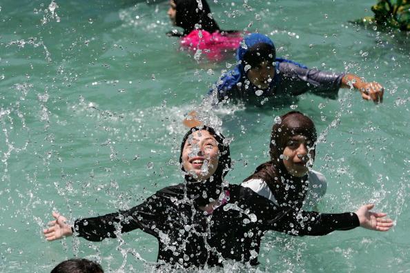 Splashing「Hamas Organizes A Picnic For Female Teachers」:写真・画像(7)[壁紙.com]