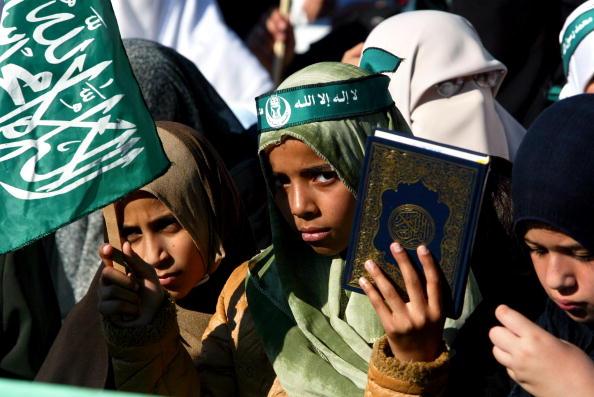 Medium Group Of People「Hamas Holds Rally In Gaza 」:写真・画像(1)[壁紙.com]