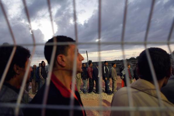 West Bank「Palestinian Workers Complain Of Abuse At Israeli Crossings」:写真・画像(9)[壁紙.com]