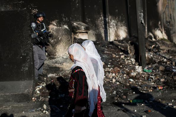 West Bank「Palestinians Pass Through Kalandia Checkpoint For Ramadan Prayers」:写真・画像(12)[壁紙.com]