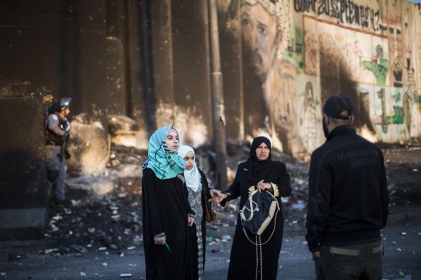 West Bank「Palestinians Pass Through Kalandia Checkpoint For Ramadan Prayers」:写真・画像(16)[壁紙.com]