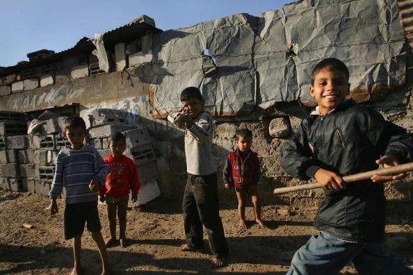 Dust「Aid Groups Help Palestinians Weather Economic Crisis」:写真・画像(4)[壁紙.com]