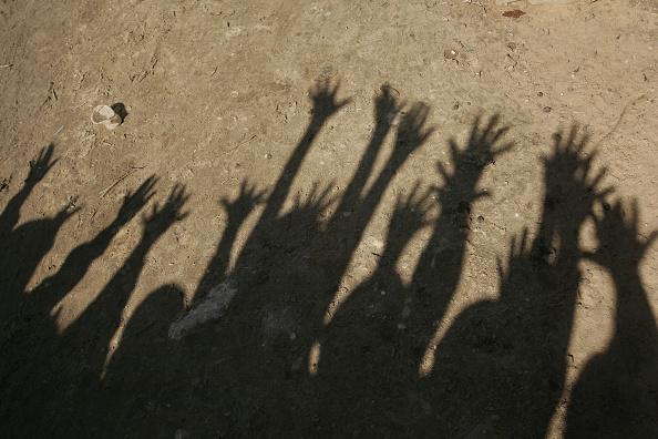 Dust「Aid Groups Help Palestinians Weather Economic Crisis」:写真・画像(5)[壁紙.com]