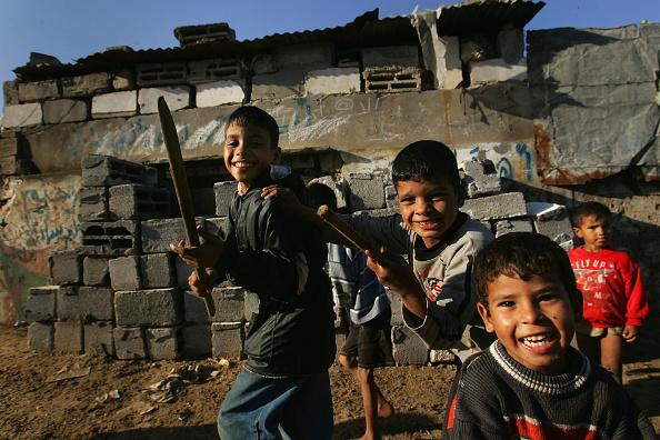 Dust「Aid Groups Help Palestinians Weather Economic Crisis」:写真・画像(6)[壁紙.com]