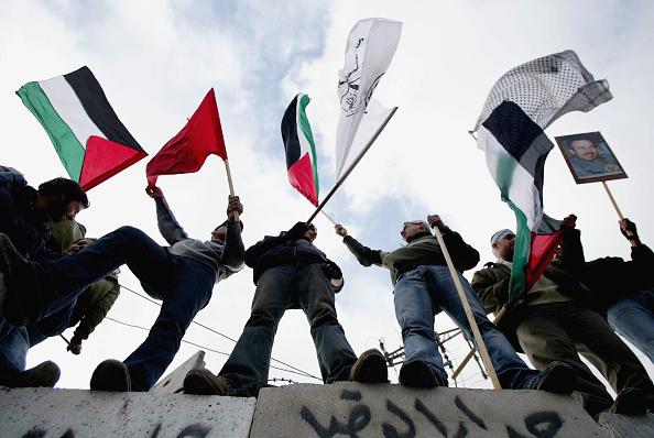 On Top Of「Palestinians Demonstrate Against Israeli Separation Barrier in Jerusalem  」:写真・画像(1)[壁紙.com]