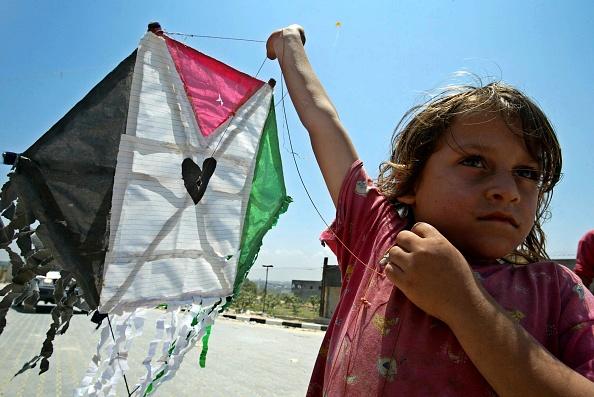 Clear Sky「A Palestinian Child Flies A Kite」:写真・画像(4)[壁紙.com]