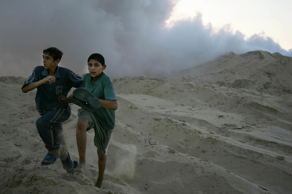 Two People「Palestinians Clash With Israeli Soldiers Near Neve Dekalim」:写真・画像(13)[壁紙.com]