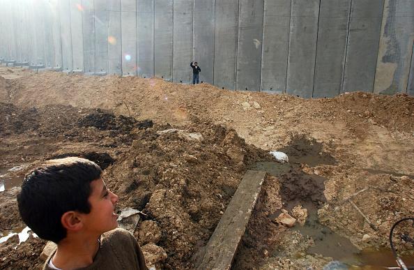 Abu Dis「Barrier」:写真・画像(5)[壁紙.com]
