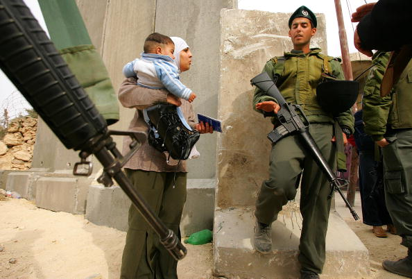 Abu Dis「Separation Barrier Dominates Lives Of Palestinians」:写真・画像(10)[壁紙.com]