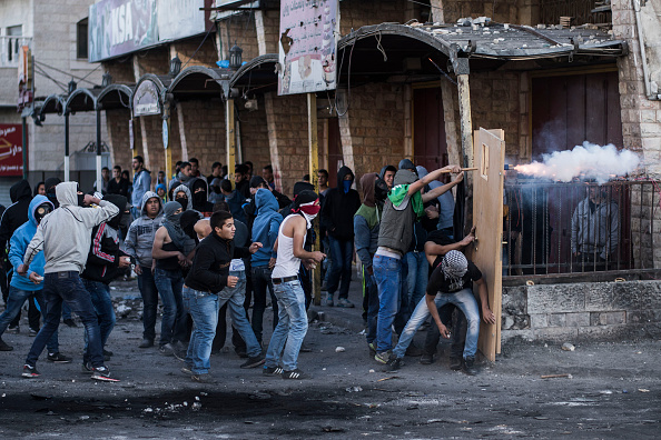 対決「Palestinian Youth And Israeli Police Clash In Jerusalem」:写真・画像(18)[壁紙.com]