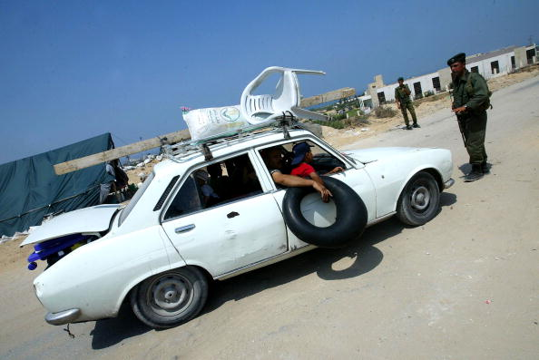Homemade「Palestinian Soldiers Search For Illegal Weapons At Checkpoint」:写真・画像(18)[壁紙.com]