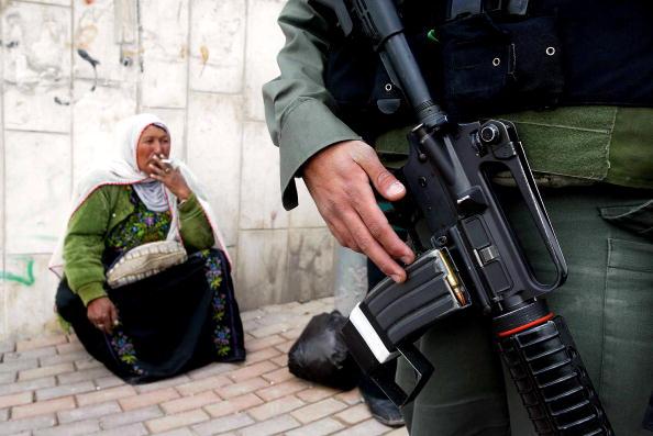 Abu Dis「Israeli Separation Wall Bisects Abu Dis」:写真・画像(9)[壁紙.com]