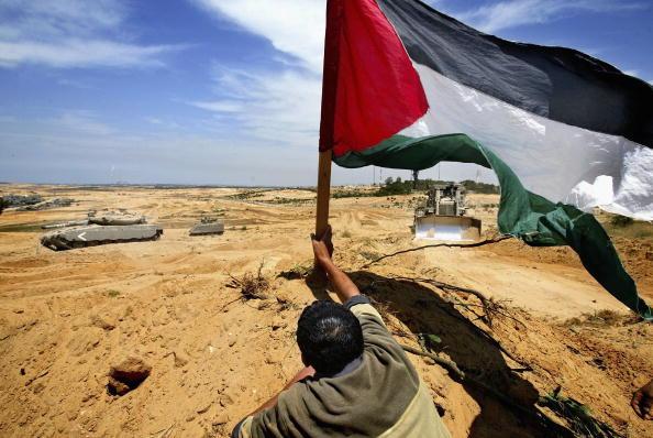 Gaza Strip「Three Die In Clashes Between Palestinians And Israelis In Gaza」:写真・画像(12)[壁紙.com]