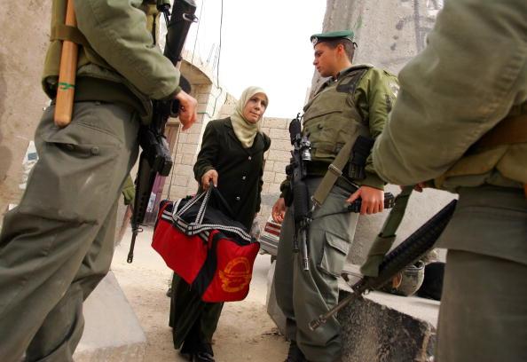 Abu Dis「Separation Barrier Dominates Lives Of Palestinians」:写真・画像(11)[壁紙.com]