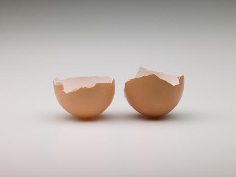 Easter「Broken egg」:スマホ壁紙(13)