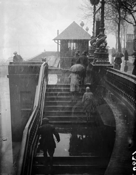 Embankment「Walking In Sleet」:写真・画像(16)[壁紙.com]