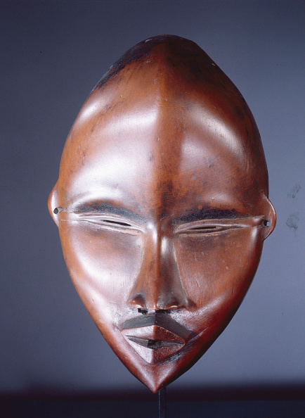 Circumcision「Mask Of A Type Called Deangle, Which Collects Food From Village Women And Brings It To Boys Secluded Artist: Werner Forman.」:写真・画像(14)[壁紙.com]