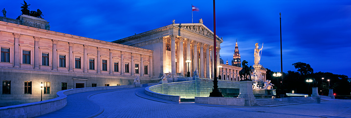 Austria「Austrian Parliament Building at night」:スマホ壁紙(10)