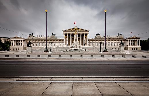 Pole「Austrian Parliament Building」:スマホ壁紙(10)