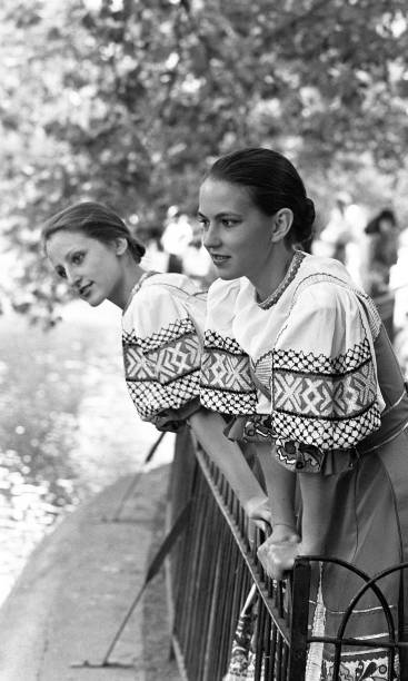 Ludmila Pletnova and Irina Urasova of Veronezh in St Stephen's Green 1989:ニュース(壁紙.com)