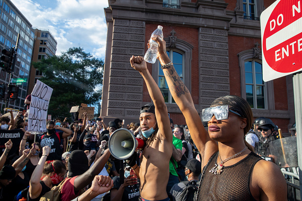Minnesota「Protesters Demonstrate In D.C. Against Death Of George Floyd By Police Officer In Minneapolis」:写真・画像(7)[壁紙.com]