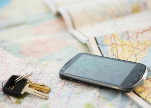 Map「Car keys and smartphone on map」:スマホ壁紙(14)