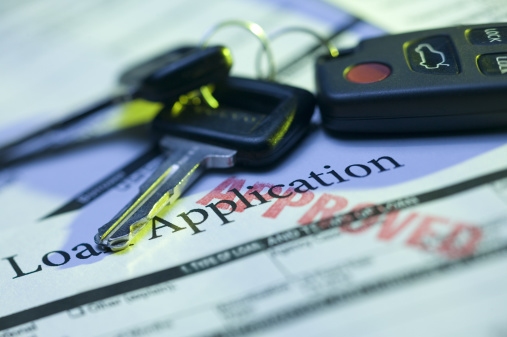 Banking「Car keys and approved loan application」:スマホ壁紙(4)